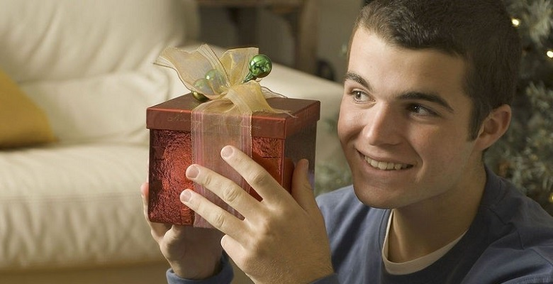 Мой брат говорил мне, что ему нравятся мои подарки, хотя на самом деле избавлялся от них